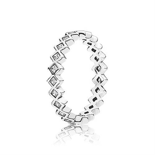 טבעת כסף מעוינים עוקבים בשיבוץ זרקונים