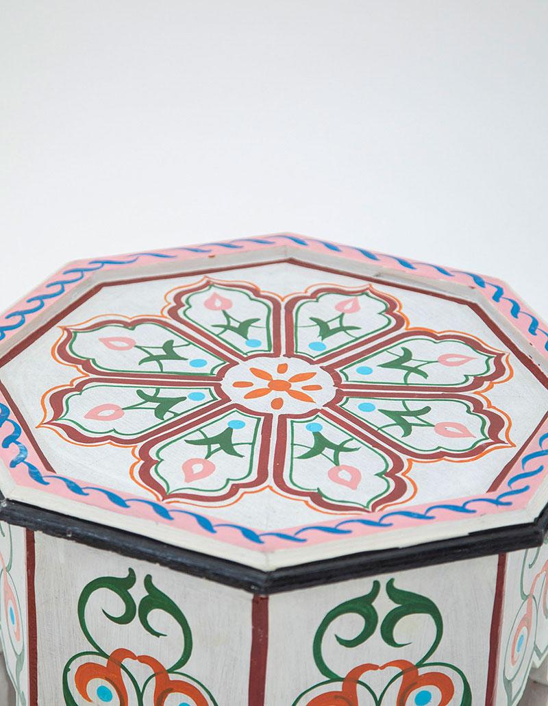 שולחן צד מצויר