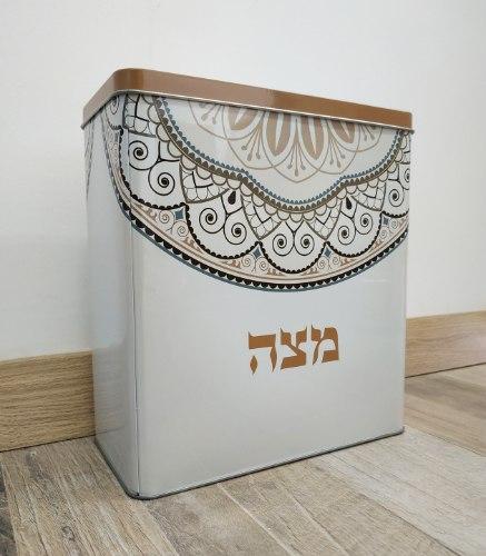 קופסת פח מעוטרת - במיוחד למצות - דוגמא