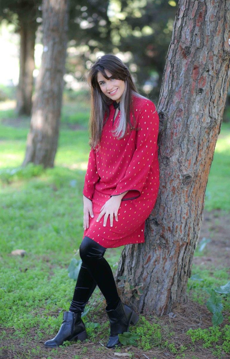 שמלת סופיה אדומה עם הדפס זהב עדין