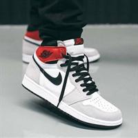 Nike Air Jordan 1 High Light Smoke Grey