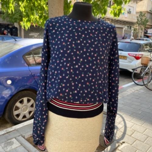 חולצה פרחונית מבד מיוחד עם גימור מנג׳ט M/L
