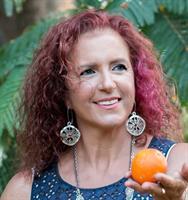 עגיל כסף ארוך מעוצב כפרוסת תפוז ענקית מקולקציית BOHOTANIC פרדס