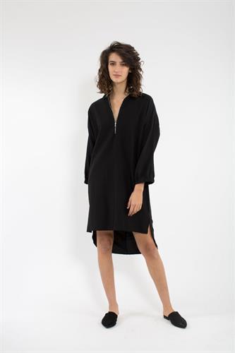 שמלת סלין שחורה