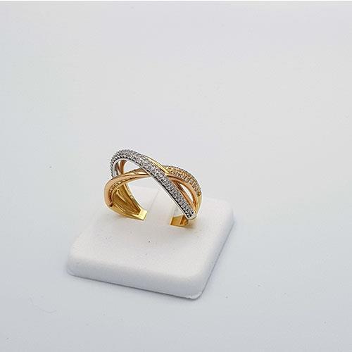 טבעת זהב משובצת זרקונים