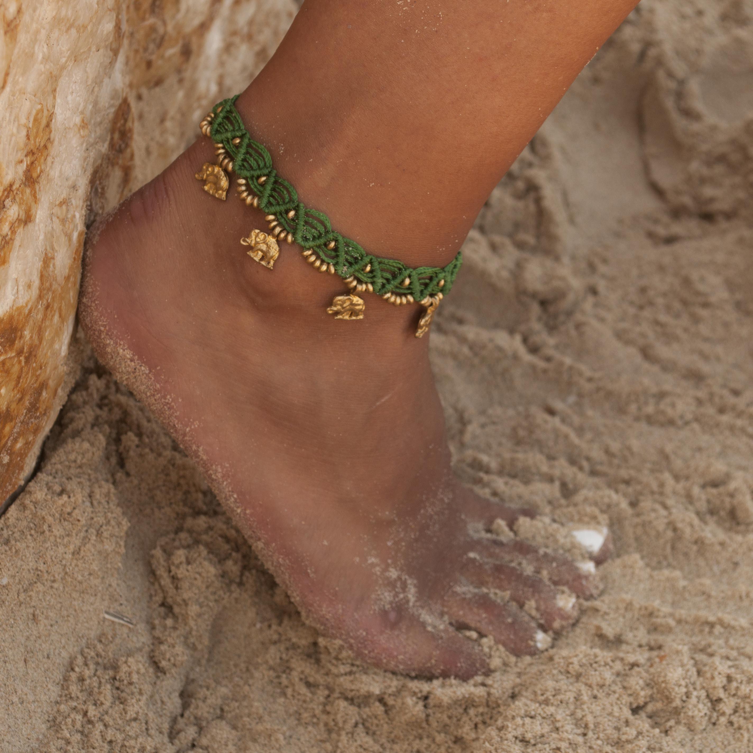 צמיד רגל מקרמה עבודת יד ירוק פילים