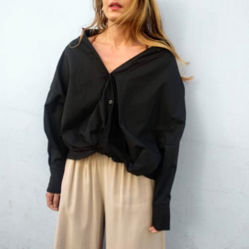 חולצת כיווץ שחורה