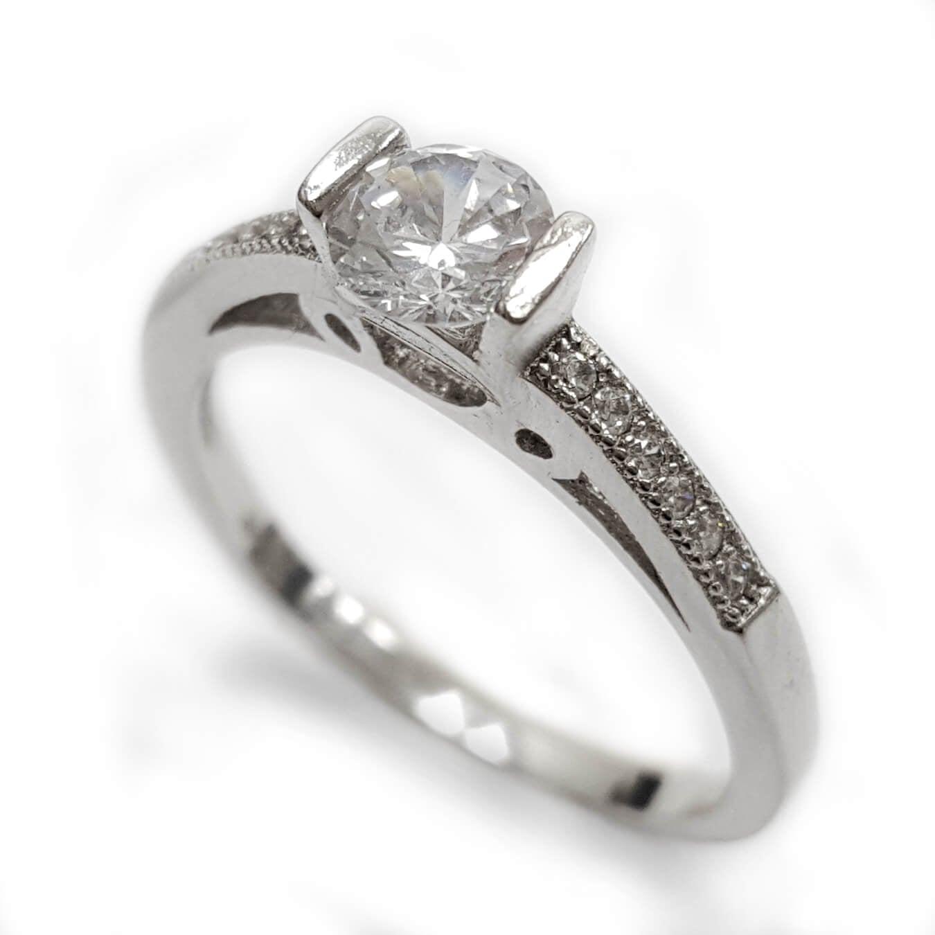 טבעת כסף משובצת זרקון סוליטר ואבני זרקון קטנות RG5550 | תכשיטי כסף | טבעות כסף
