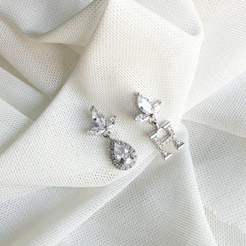 עגיל עלים אות וטיפה- כסף קריסטל