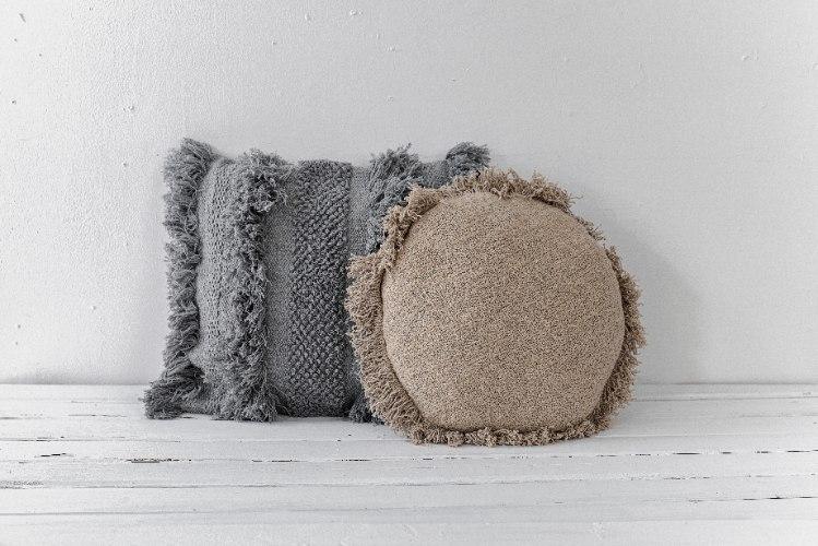 זוג כריות שאגי מרובעת אפור ועגולה אבן