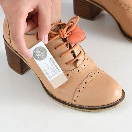 תכשיר ייחודי להסרת כתמים וחידוש נעליים