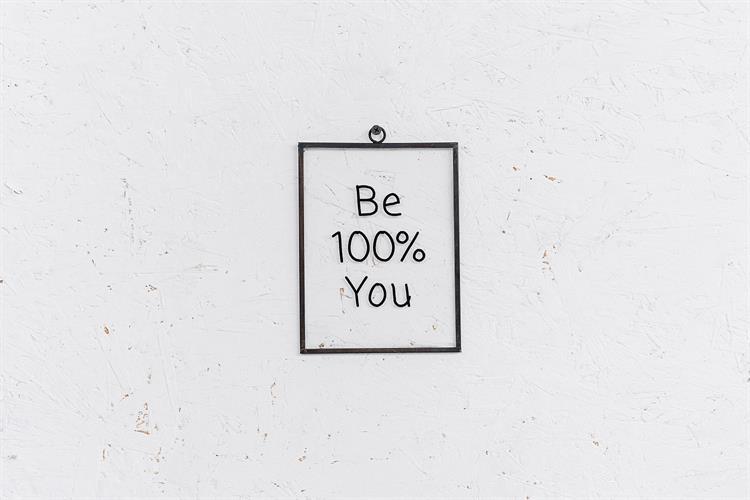 שלט זכוכית גדול -  BE 100% YOU (שחור)