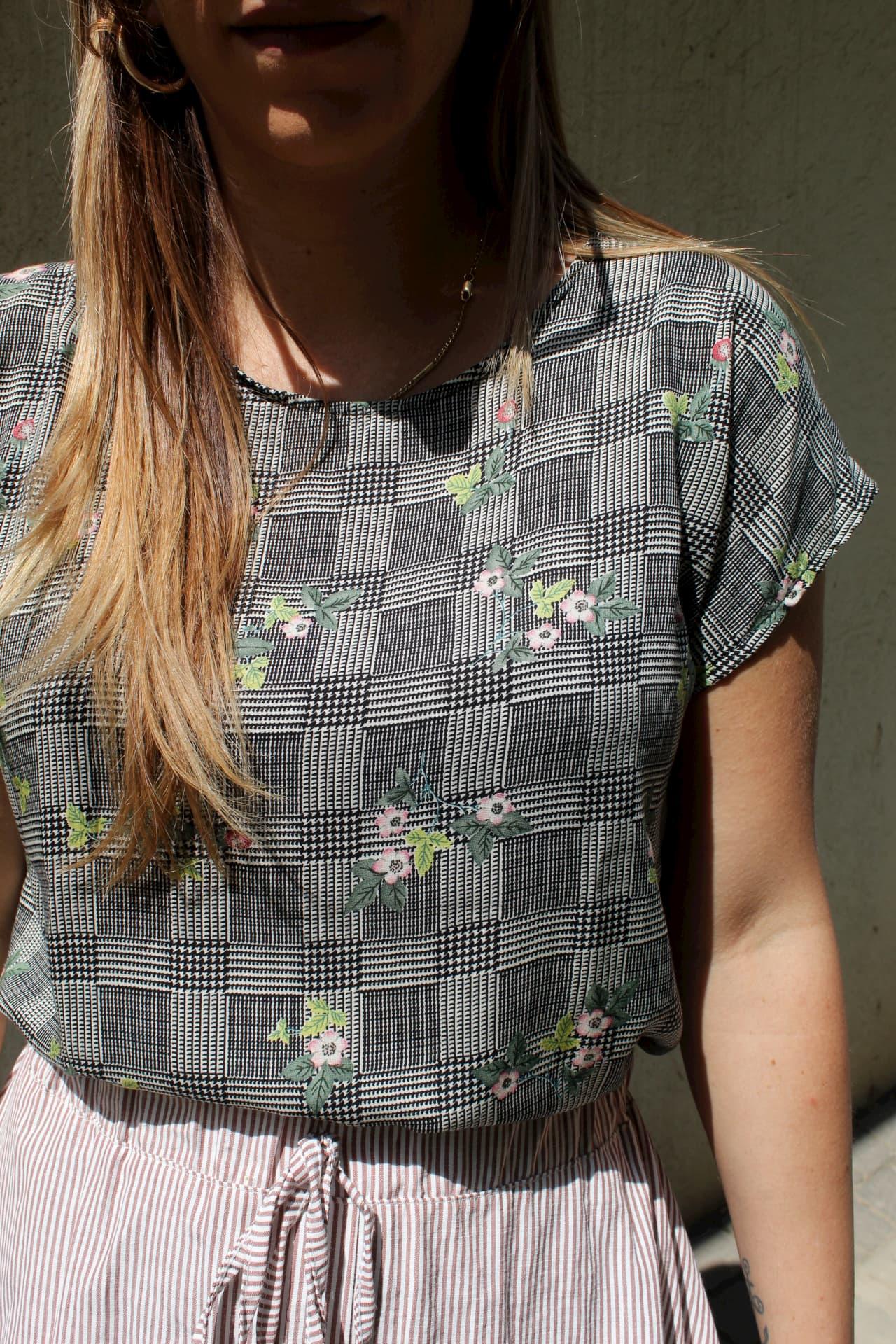 חולצת נור משבצות פרח
