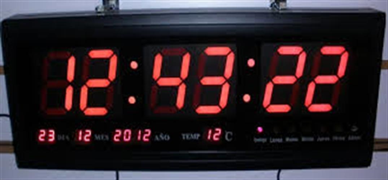 שעון קיר חשמלי גולף אדום GOLF 48X25R