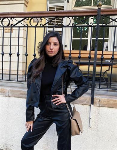 חליפת דמוי עור - שחורה