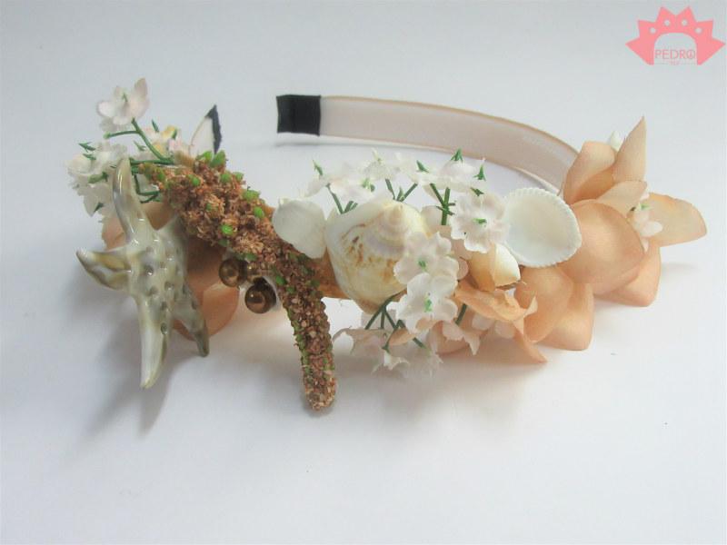 זר ים קרם - קשת פרחים בגווני קרם ושמנת משולבת צדפים