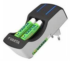 מטען ביתי/קיר לסוללות VARTA AA+AAA עם 4 סוללות AA ומגן טעינת יתר