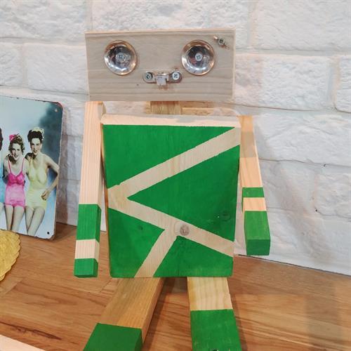 עיצוב בעץ - רובוטים בשירות האדם (הורה וילד)