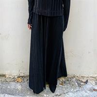 חצאית מקסי לירי שחור פליסה
