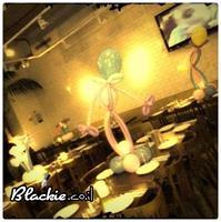 עיצוב אלמנט שולחן - חיבוק אוהב/ 7 בלונים במקום האירוע