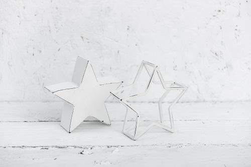 זוג כוכבים קטן לבן ולבן