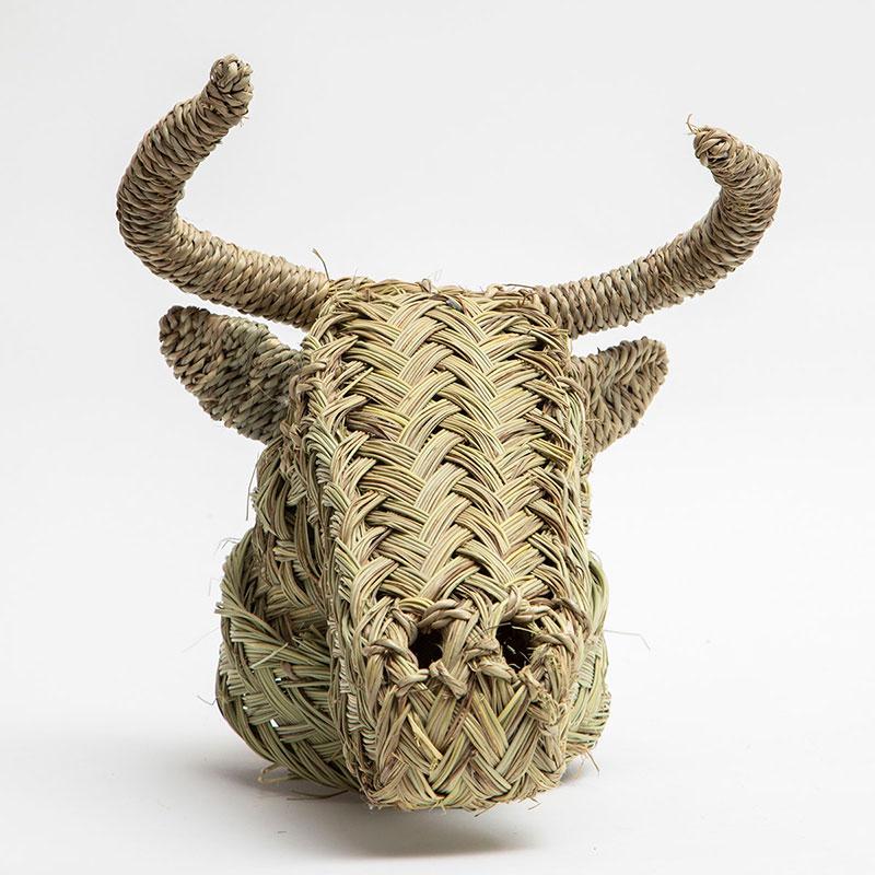 ראש פרה עשוי קש