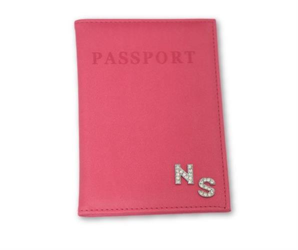 כיסוי לדרכון ורוד פוקסיה עם אותיות משובצות כסף