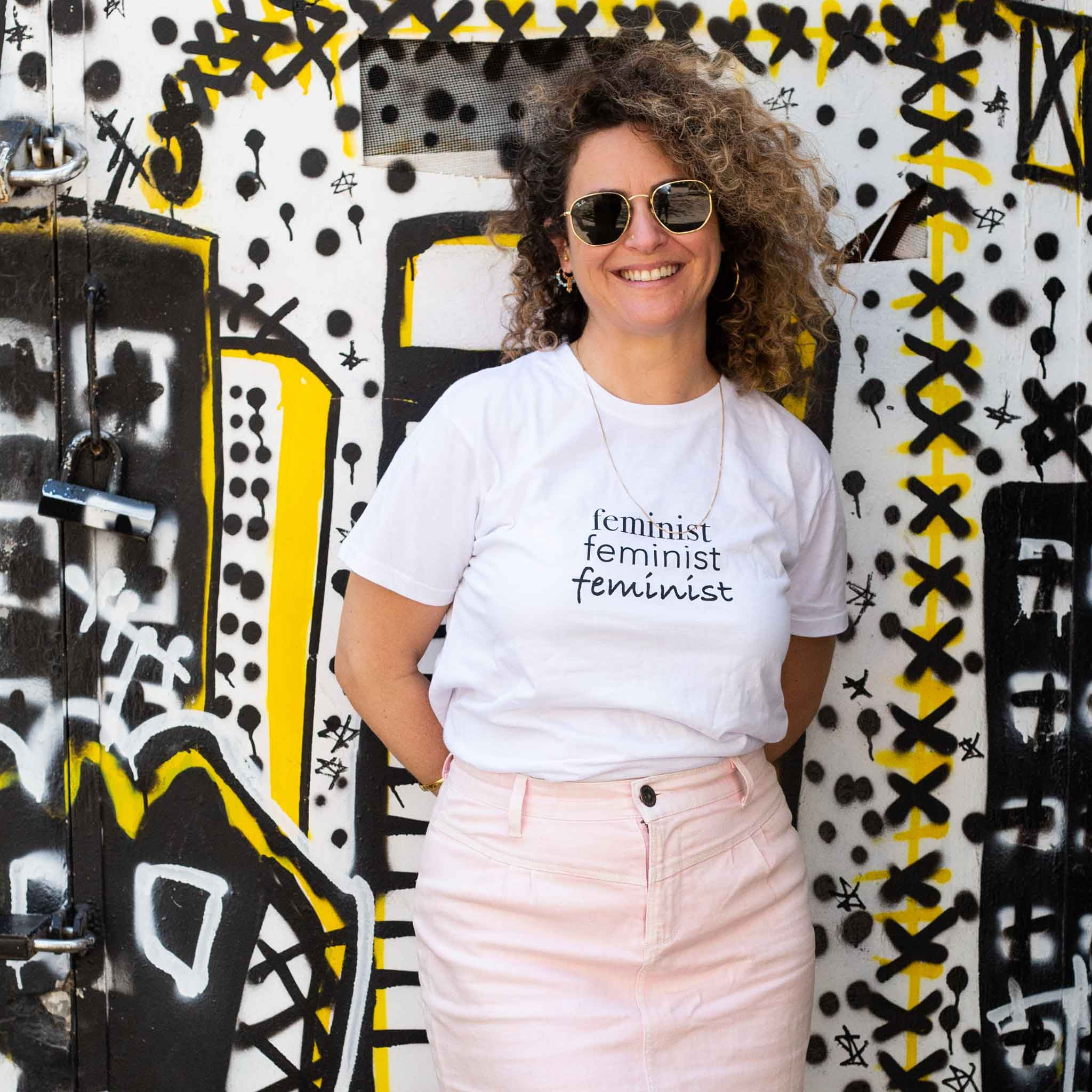 חולצת טי שירט יוניסקס לבנה Feminist