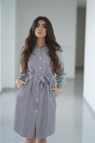 שמלת פסים וחגורה OVER SIZE