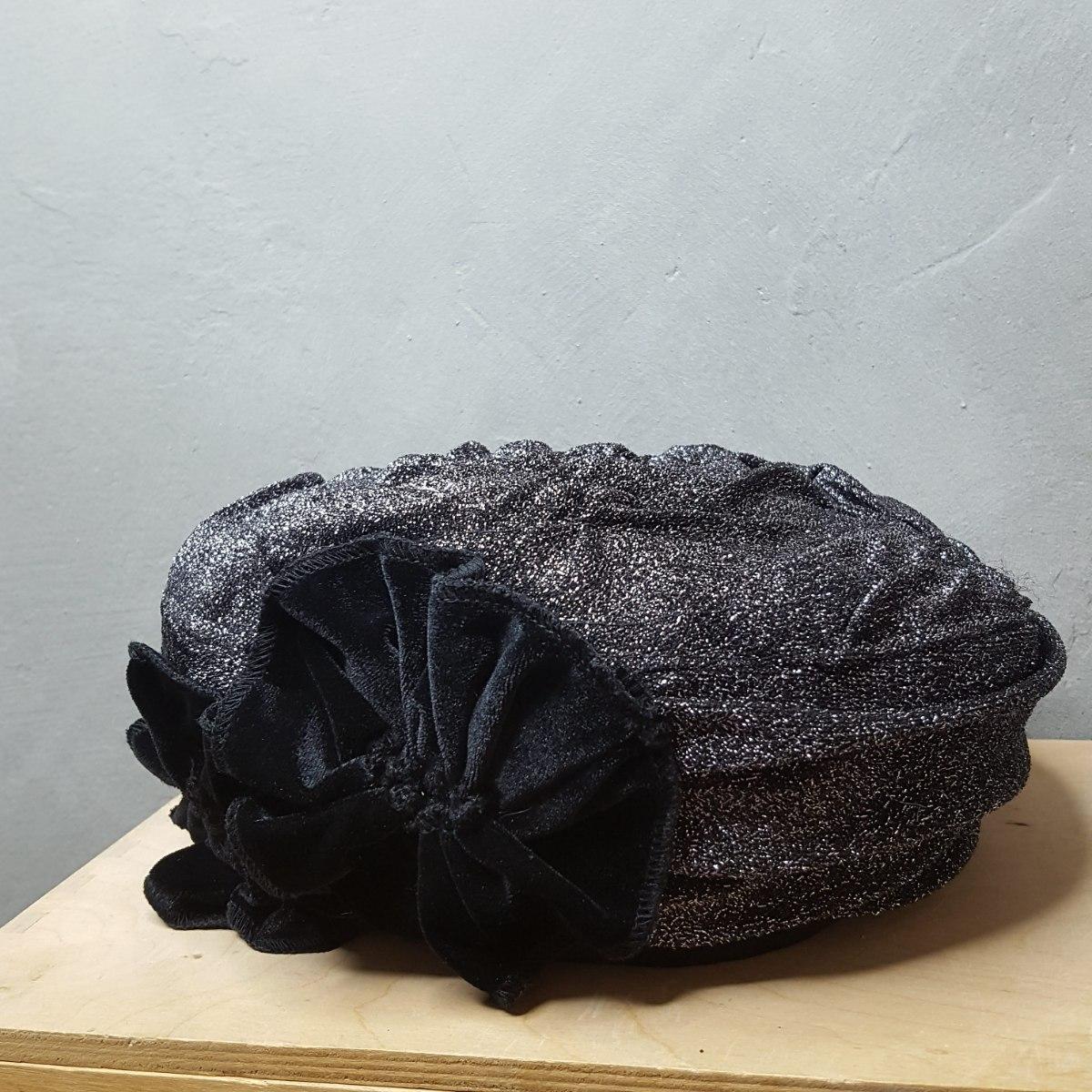 ברט מעוצב אלגנטי שחור לורקס ופרחי קטיפה