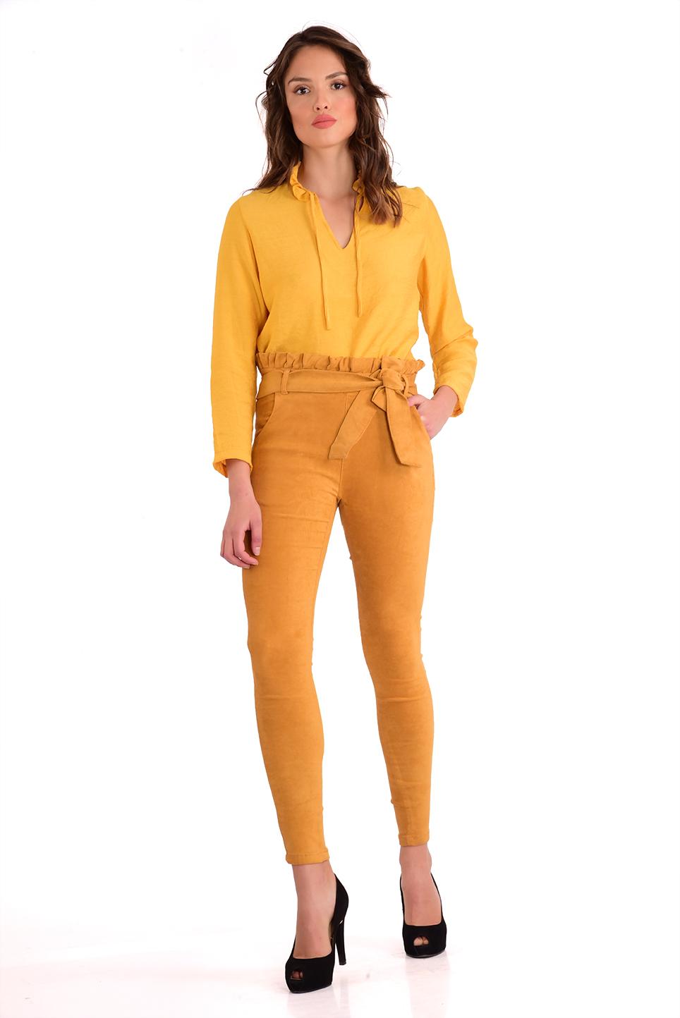 מכנס  צמוד וגבוה בצבע חרדל עם חגורה