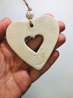 לב קטן עם חלון, בעיצוב תחרה