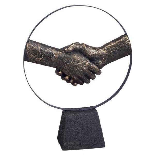 """פסל """"לחיצת יד"""""""