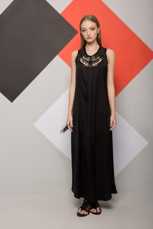 שמלת בל שחורה שילוב דמויי עור לייזר קאט