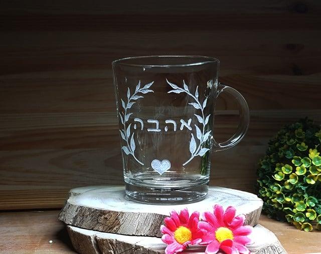 כוסות עם חריטה