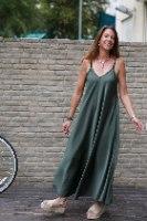 שמלת סאטן עשירה
