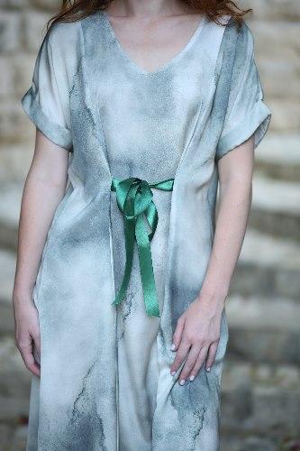 שמלת ג'ינגר עם הדפס ירוק עדין