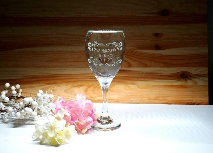 כוס יין לחופה | כוסות יין מעוצבות לחתונה | עיטורי עלים עם תאריך עברי ולועזי