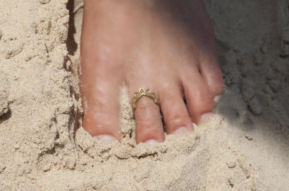 טבעת רגל כתר עלים