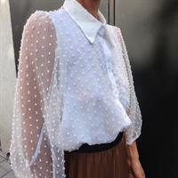 חולצת שיפון נקודות לבנה