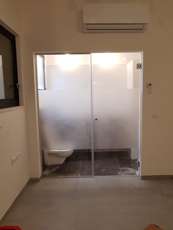 קבוע + דלת כניסה למקלחת