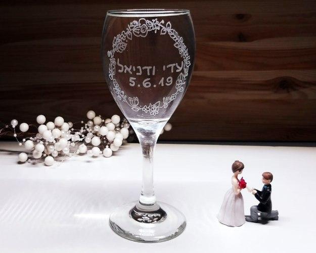 כוסות יין מעוצבות לחתונה | כוס יין לחופה | זר פרחים עגול
