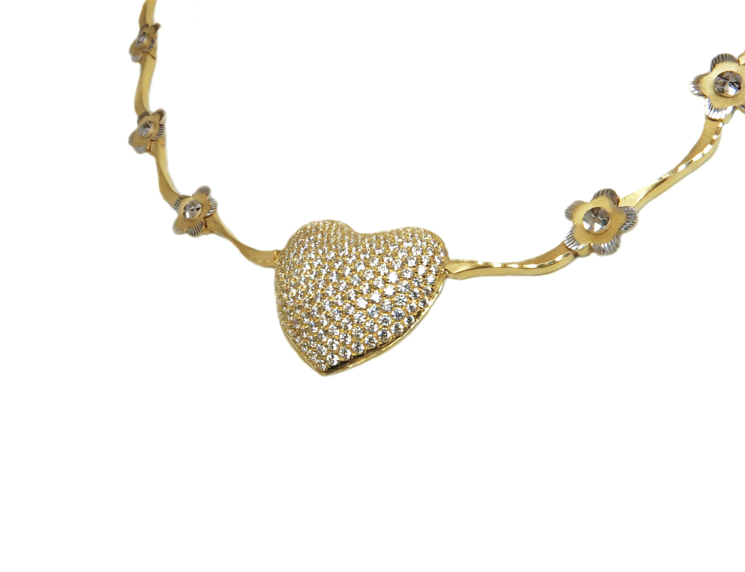 קולייר (ענק) זהב בצורת לב משובץ זרקונים חוליות מעוטרות בפרחים