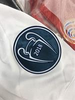 חולצה של אלופת אירופה ריאל מדריד עם כל הפאצים