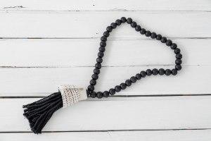 שרשרת חרוזי עץ עם סיומת צדף גדול - שחור