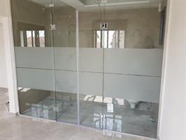 מחיצת זכוכית חדר שינה מקלחת 2