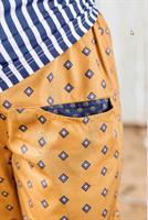מכנסיים מדגם מיכאלה עם מעויינים על רקע בצבע חרדל