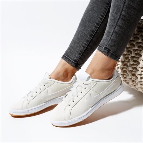 נעלי נשים נייק צבע בז'/לבן דגם 749867 117 Court Royale
