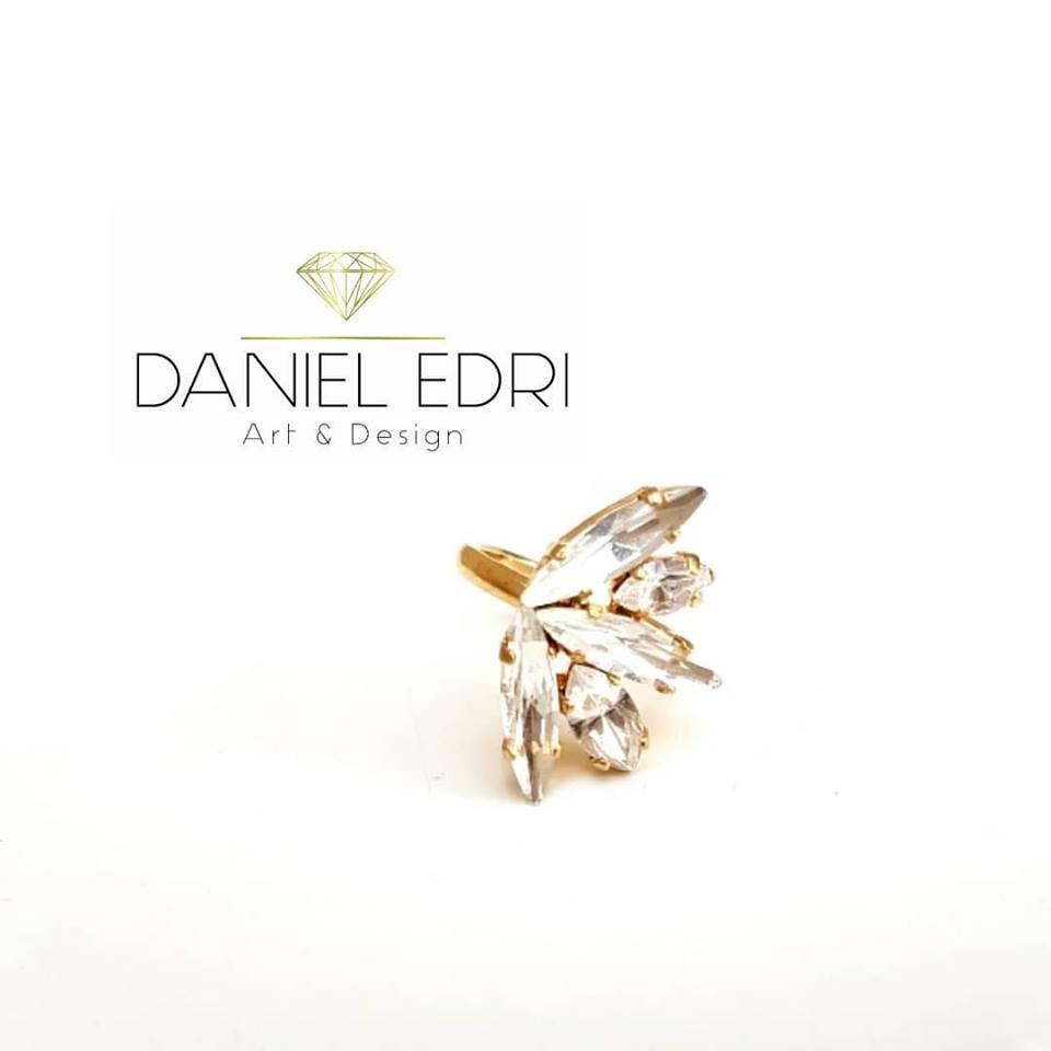 טבעת א-סימטרית קריסטלים זהב