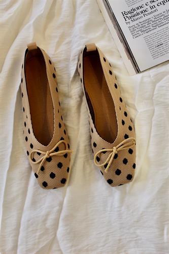 נעלי בובה נקודות בד סריג בז
